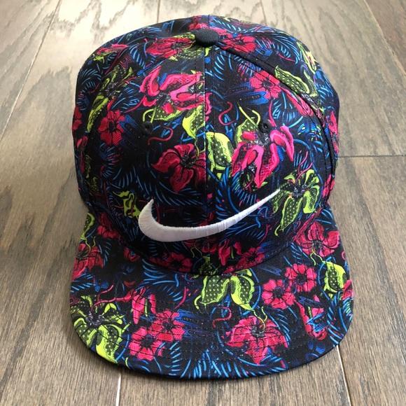e1d8a00494215 Nike Floral Tropical SnapBack Hat. M 5b19aa26baebf68aacb8d071